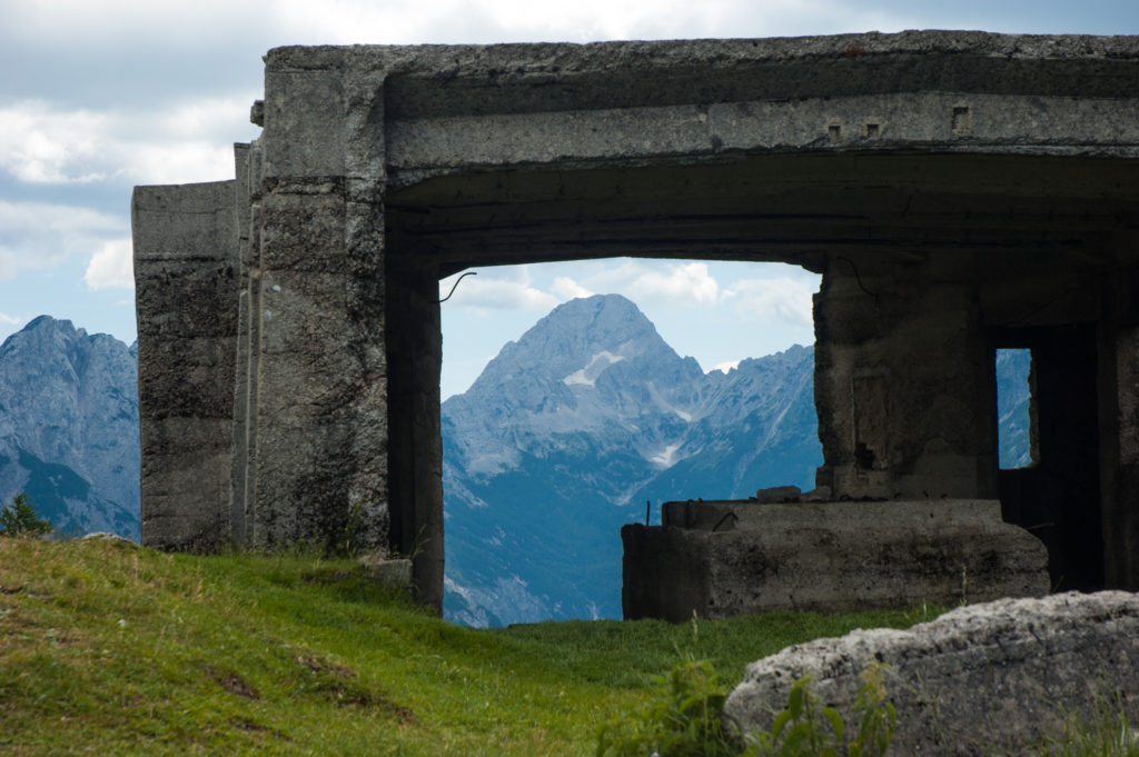 2321 Berg door ruine