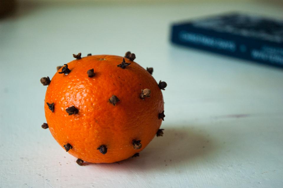 sinaasappel-met-boek